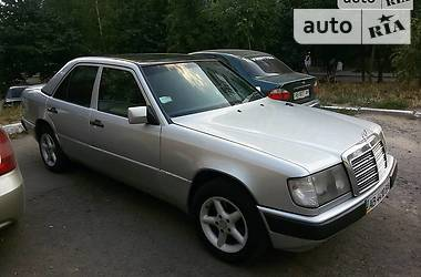Mercedes-Benz 250 W124 1987