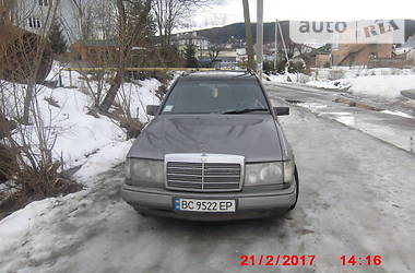 Mercedes-Benz 260  1987