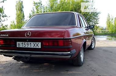 Mercedes-Benz E-Class  1982