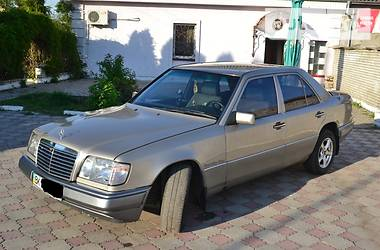 Mercedes-Benz E-Class  1993