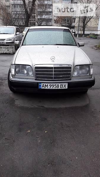 Mercedes-Benz E 1992 года