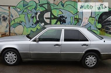 Mercedes-Benz E-Class W124 1988