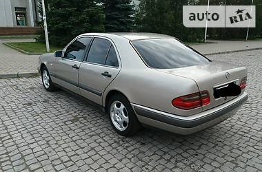 Mercedes-Benz E-Class 2.3 1995