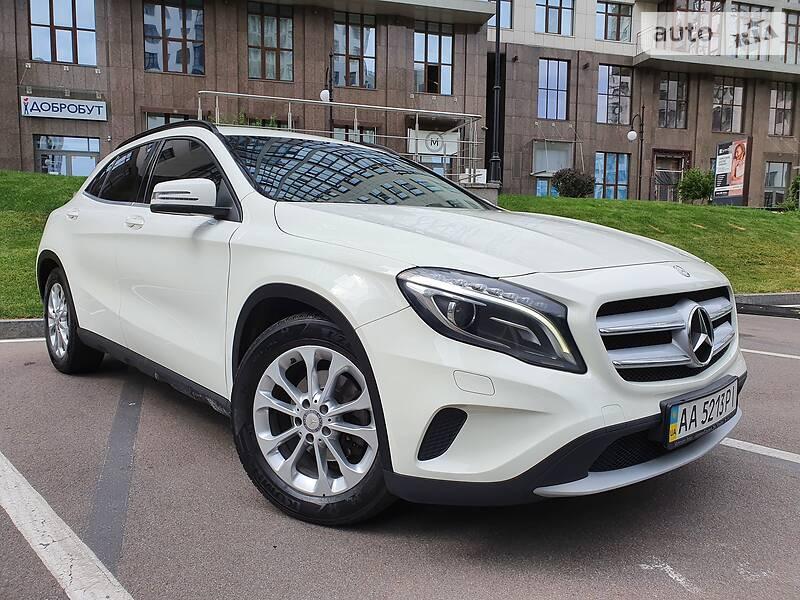 Mercedes-Benz GLA 220