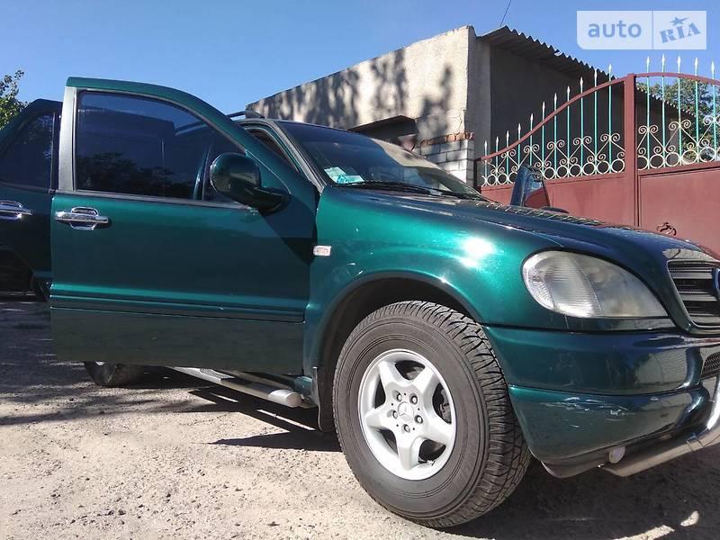 Mercedes-Benz ML 230