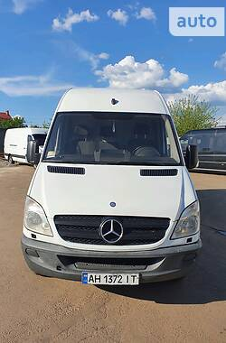 Характеристики Mercedes-Benz Sprinter 416 груз. Мікроавтобус вантажний (до 3,5т)