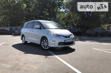 Характеристики Toyota Previa Минивэн