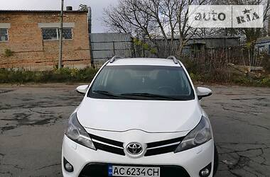 Характеристики Toyota Verso Мінівен