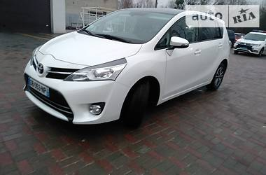 Характеристики Toyota Verso Минивэн