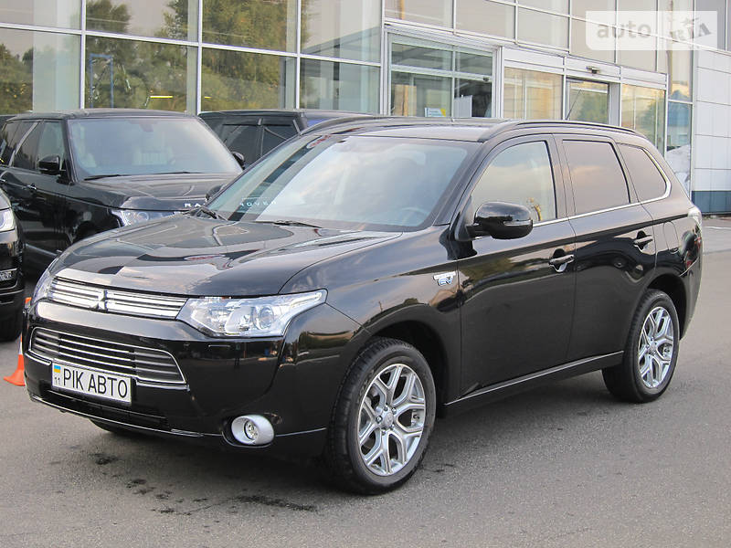 Mitsubishi Outlander PHEV 2015 года