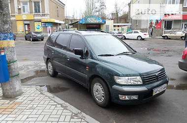 Mitsubishi Space Wagon  2000