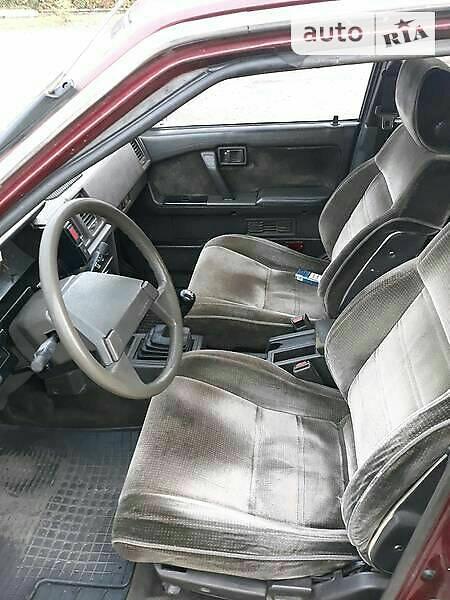Nissan Bluebird 1988 года