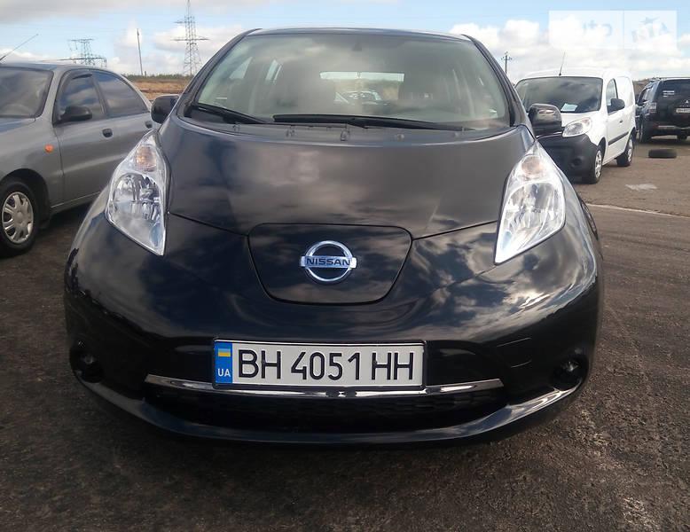 Nissan Leaf 2015 року