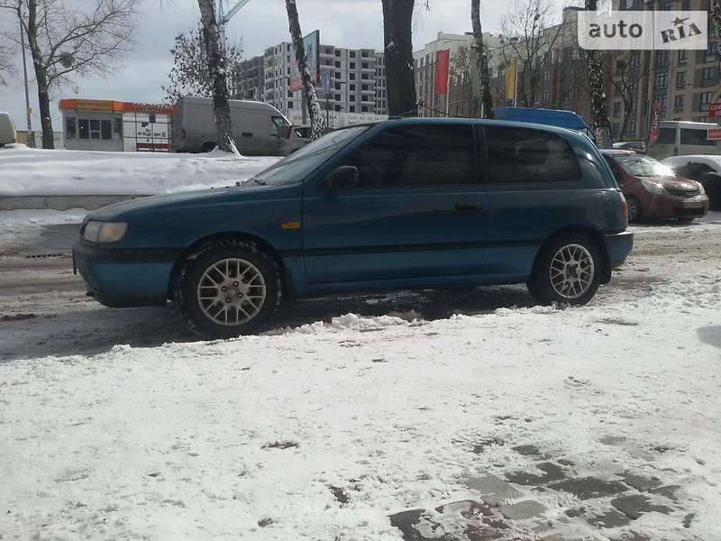 Nissan Sunny 1995 року