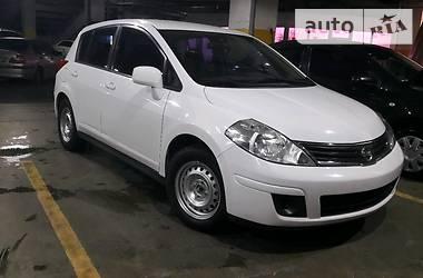 Nissan TIIDA Versa 2011