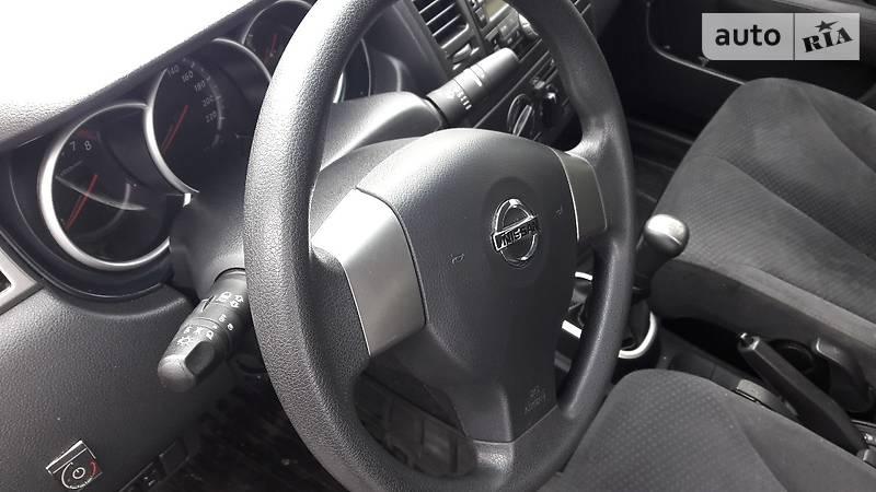 Nissan Tiida 2011 года