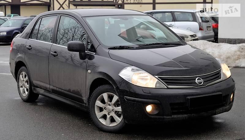 Nissan Tiida 2010 года