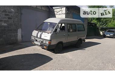 Nissan Vanette пасс.  1986