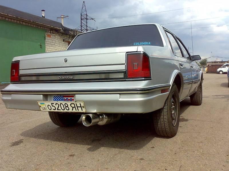 Oldsmobile Cutlass Ciera 1988 года