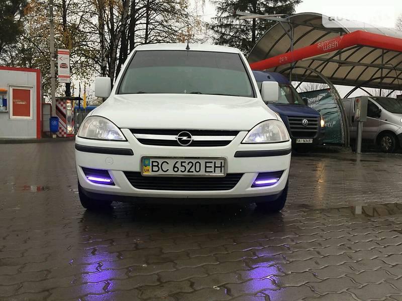 Opel Combo 2011 року