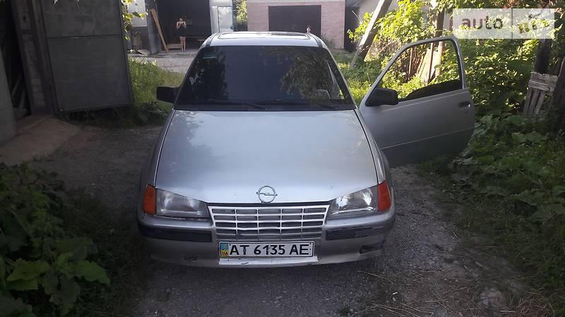 Opel Kadett 1986 року