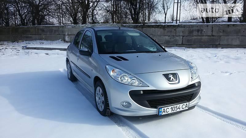 Peugeot 206 2011 года