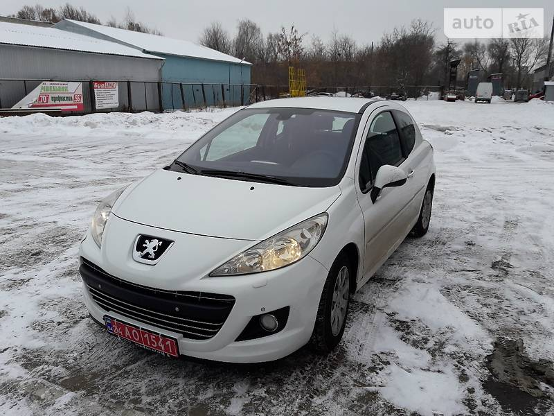 Седан Peugeot 207