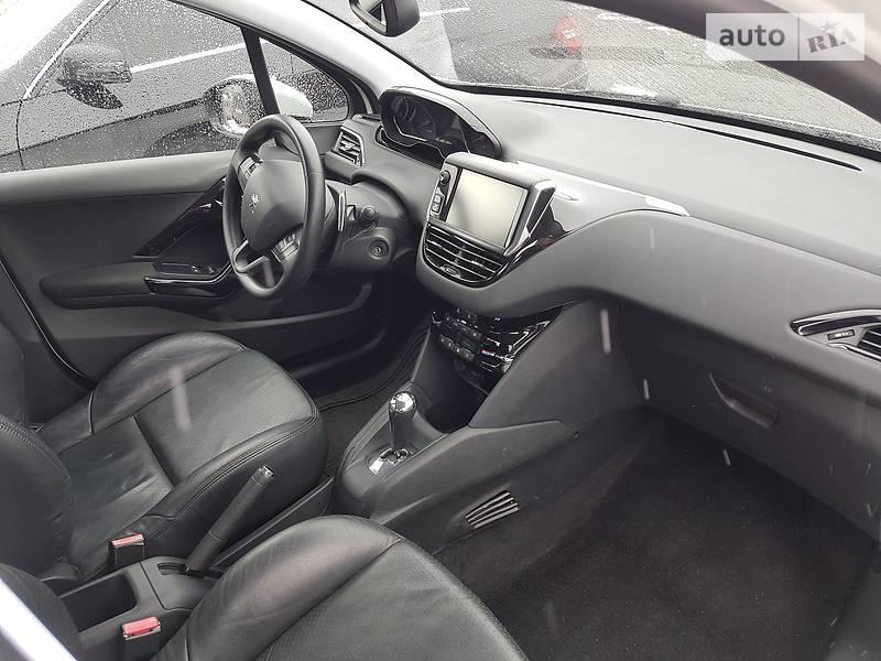 Peugeot 208 2013 року