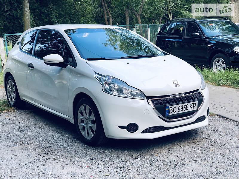 Купе Peugeot 208