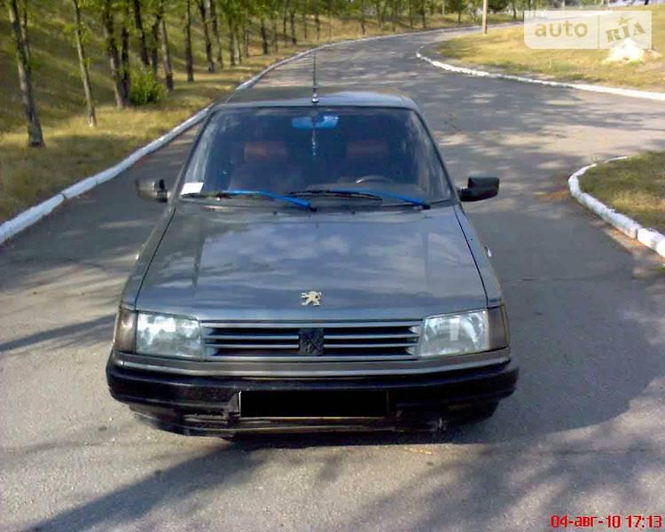 Хэтчбек Peugeot 309