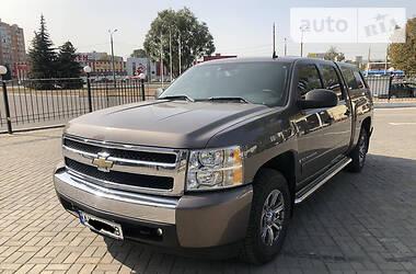 Характеристики Chevrolet Silverado Пикап