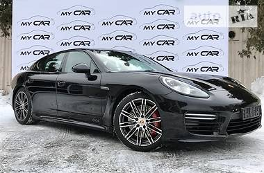Porsche Panamera GTS 2015