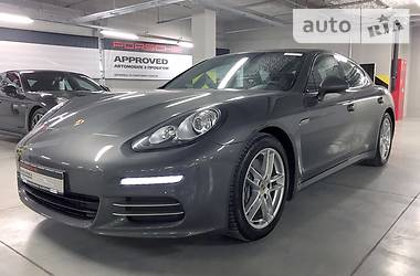 Porsche Panamera 4 2013