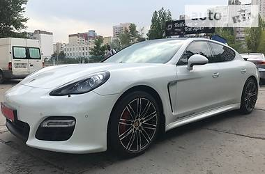 Porsche Panamera GTS 2012