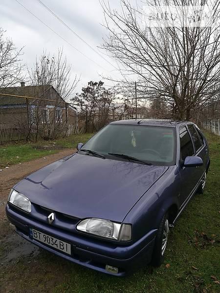 Renault 19 1992 року