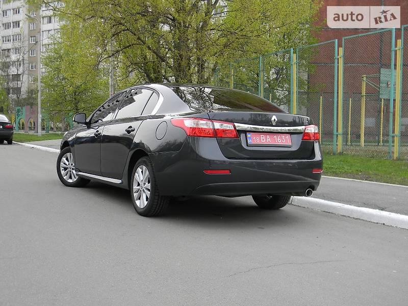 Renault Latitude 2012 року