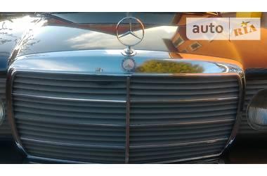 Ретро автомобили Классические MERCEDES-BENZ E200 1985
