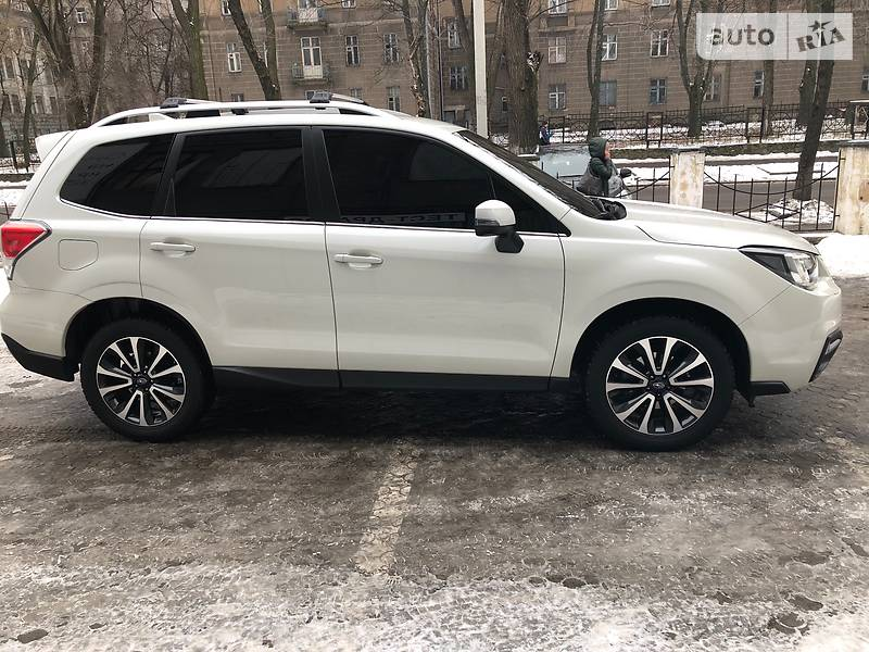 Subaru Forester 2017 року