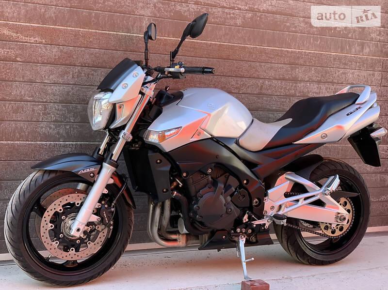 Мотоцикл Без обтекателей (Naked bike) Suzuki GSR 400