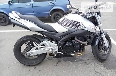 Suzuki GSR  2009