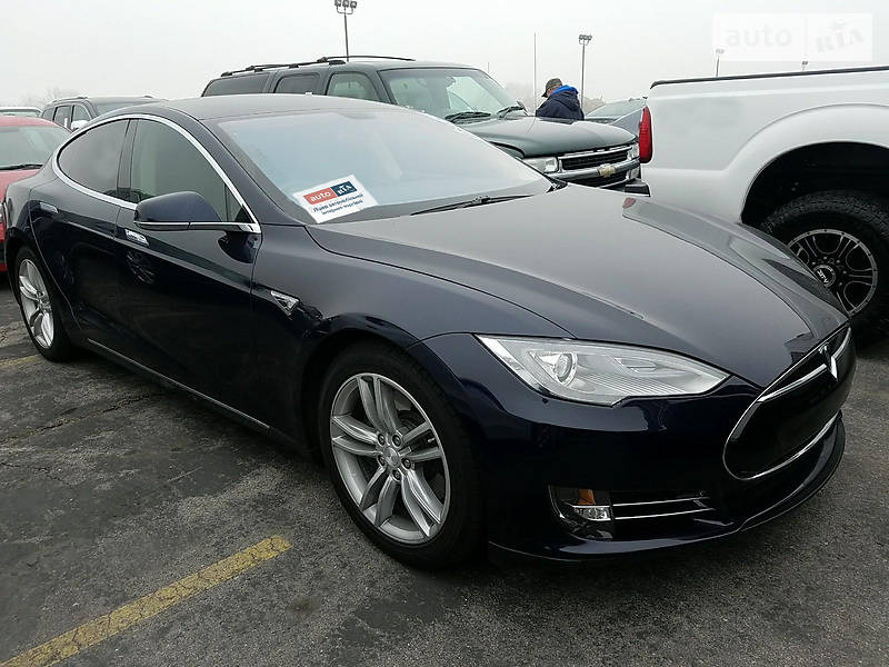 Tesla Model 3 2013 року