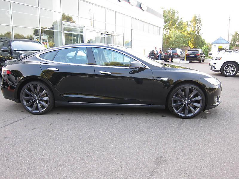 Tesla Model S 2015 року