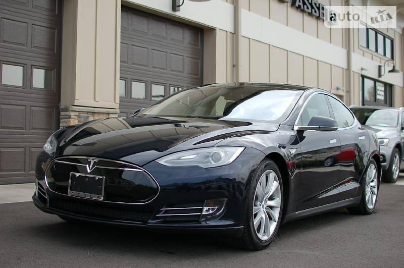 Tesla Model S 2017 года