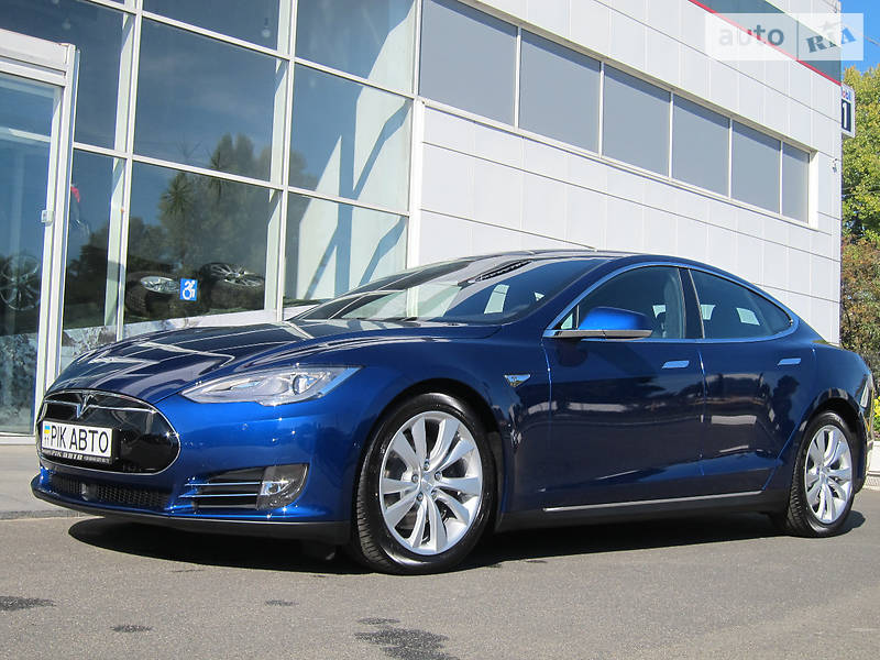 Tesla Model S 2016 року