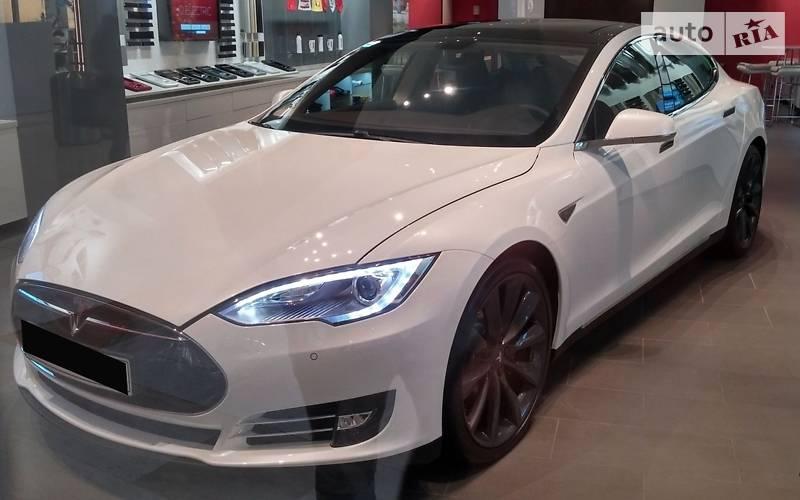 Tesla Model S 2009 року