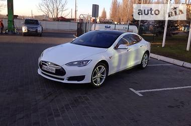 Tesla Model S  2013