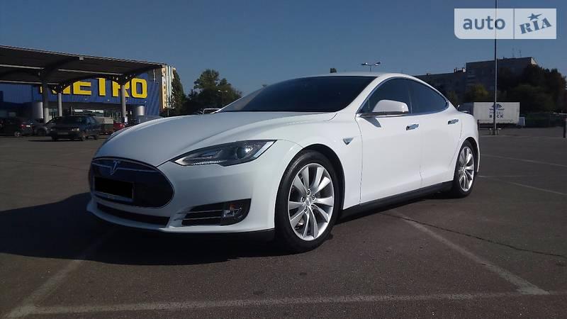 Tesla Model S 2013 года