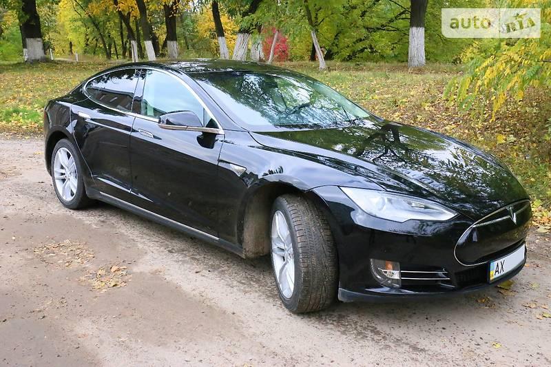 Tesla Model S 2012 року