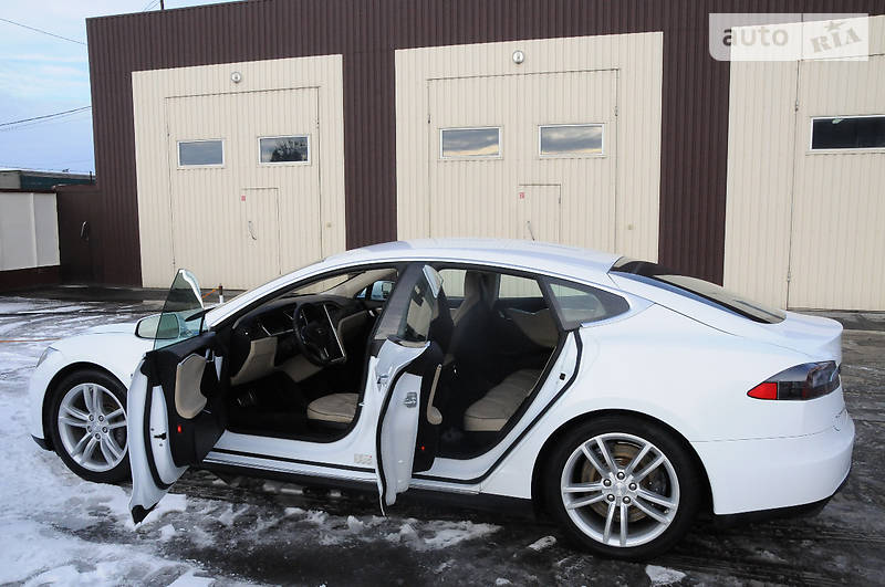 Tesla Model S 2014 року