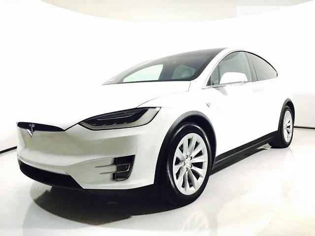 Tesla Model X 2017 року